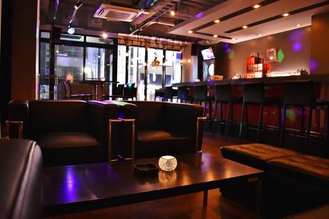 Tokyo R Bar & Café