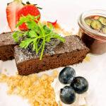 ★7ガトーショコとバニラアイス苺とチョコのあったかいソースを添えて